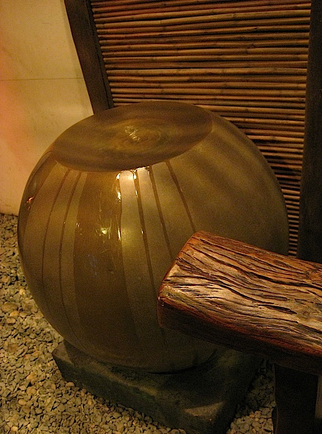 fountain at the foyer of Kimpura Japanese restaurant
