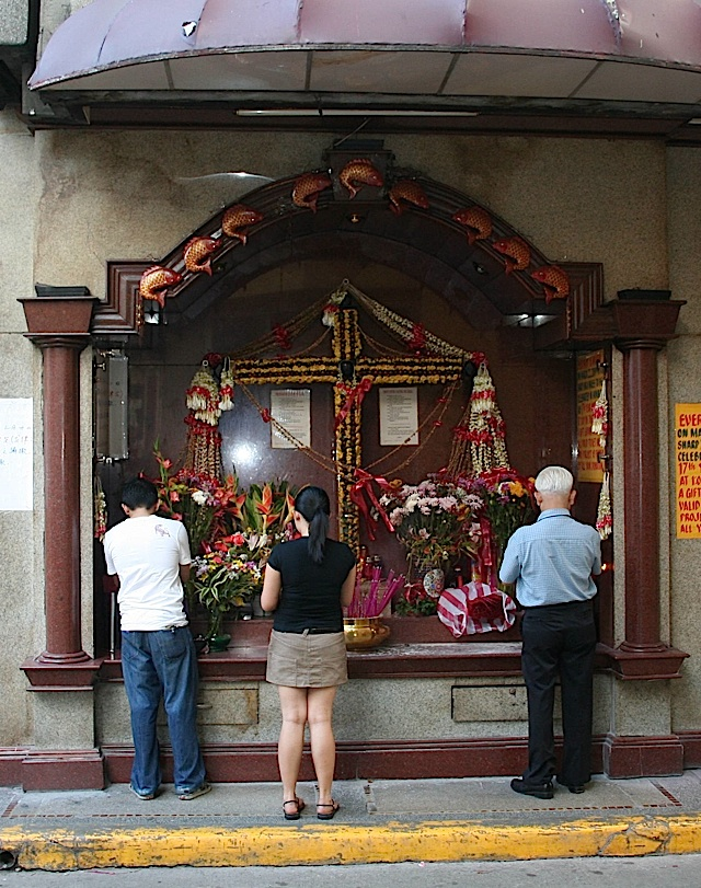 street-side shrine at Binondo