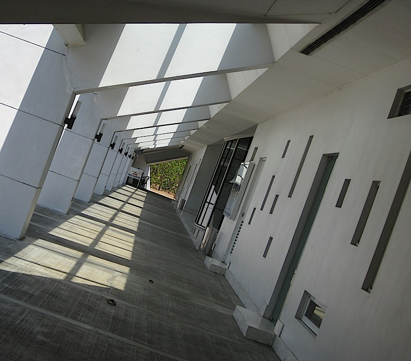 outdoor corridor of the Ateneo Church of the Gesù