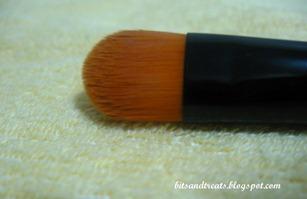 charm concealer brush closeup, by bitsandtreats