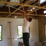 Jan is het plafond aan het maken