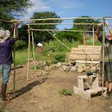 bouw van overkapping nieuwe groentetuin