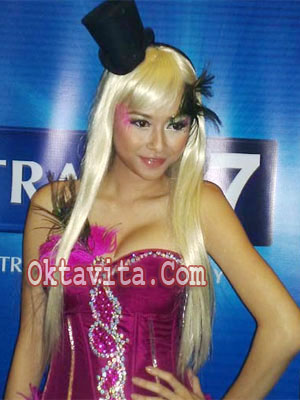 Aura Kasih Hot