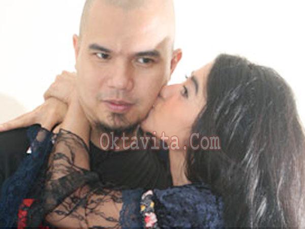 Dewi Persik Dhani Ciuman