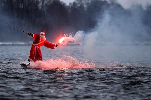 Papai Noel esquiando - foto Christian Charisius