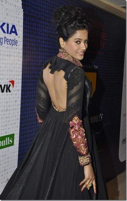 Sameera Reddy at Mijwan Fashion show5