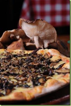 Pizza Funghi Trifolati