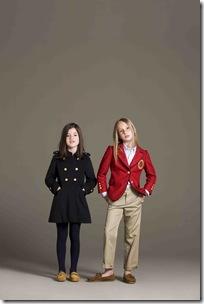 CH Children_casaco navy marinho_ menina_R$1.040_ blazer vermelho brasão_menino_ R$ 900_alta