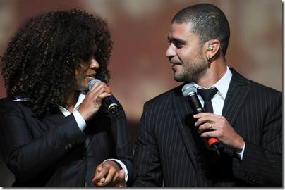 Paula Lima e Diogo Nogueira em pockt show pos desfile camargo alfaiataria inv 2011 - _B082