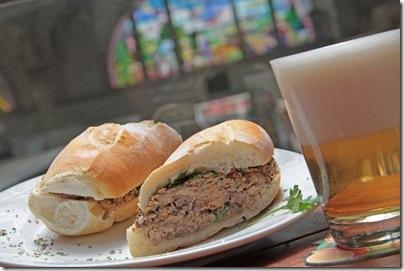 ótimo sanduíche de Sardinha Escabeche il