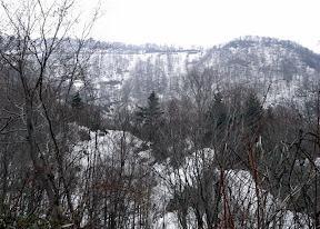 舟鼻峠にはまだ雪が