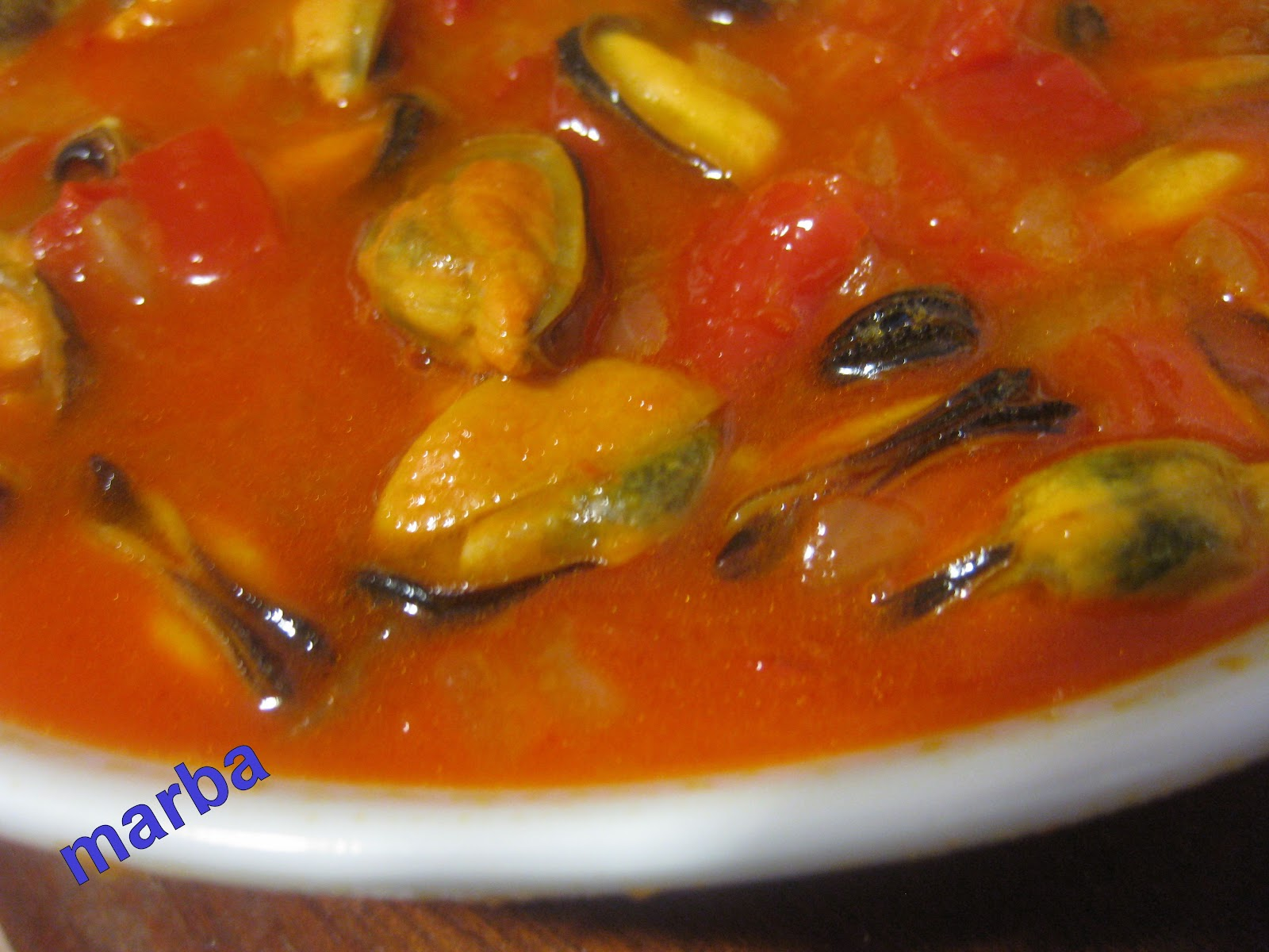 mar va a cocinar mejillones en salsa