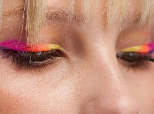 http://lh4.ggpht.com/_DAg0I_VFZ-M/TIa2nQAIimI/AAAAAAAABG0/-cRVoxJYSDs/maquiagem-neon11%5B6%5D.jpg