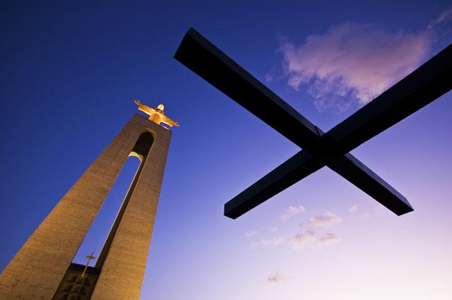 Com a vossa cruz vinde a meus braços - Cristo Rei, Almada