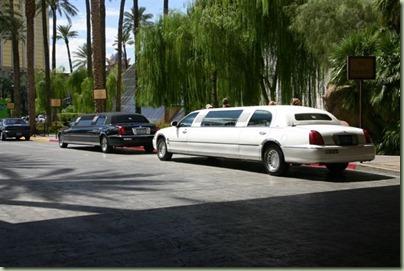 23 - Deze stonden op ons te wachten voor het hotel