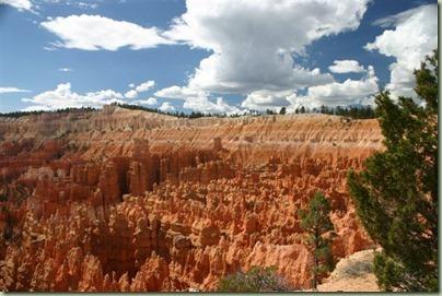 32 - Dan door naar het mooiste park tot dan toe, Bryce. Geweldige spitse rotsformaties
