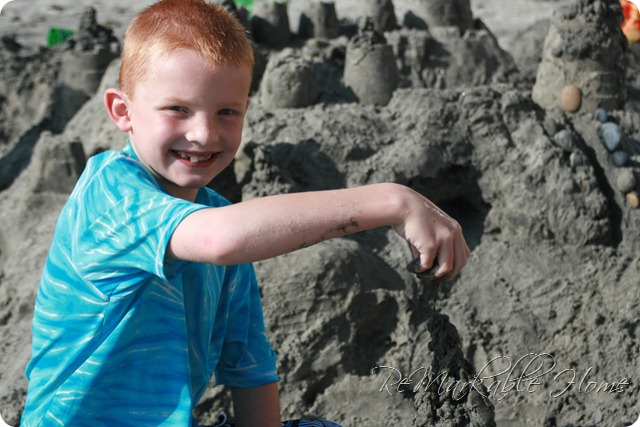 Make beach sand drip towers with your kids this year! Find out how at ReMarkableHome.net