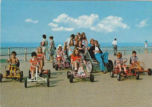 Cartes Postales Pop et  Kitsch des années 50, 70 et 70 Activities / Activités