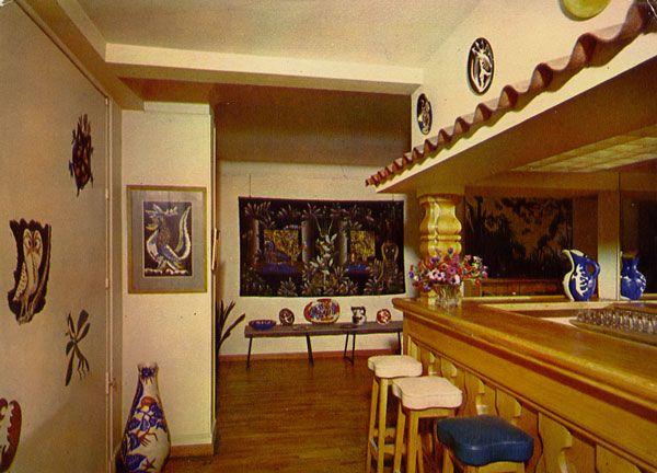 Cartes Postales Pop et  Kitsch des années 50, 70 et 70 LE CASINO - Saint-Céré (Lot)Un aspect du bar et de l'exposition Jean Lurçat