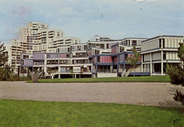 Cartes Postales Pop et  Kitsch des années 50, 70 et 70 Avec un peu d'aide de nos amis - Pop and kitsch vintage postcards from the fifties, the sixties and the seventies : NANTERRE 92000 (Hauts-de-Seine) bUnité pédagogique d'Architectures UPA 1 - UPA 5
