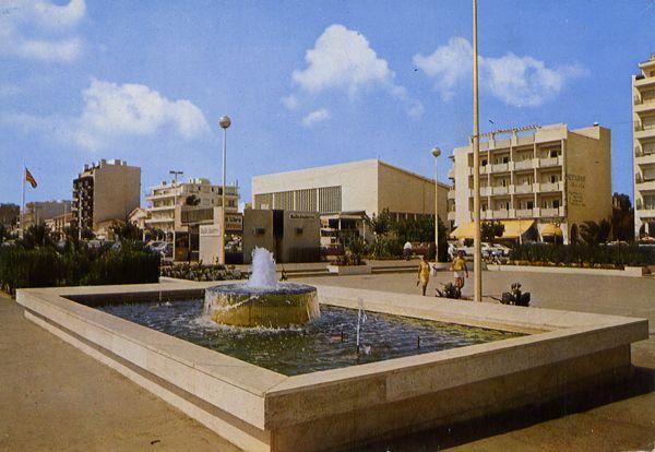 Cartes Postales Pop et  Kitsch des années 50, 70 et 70 - Douceur de vivre : Canet Plage (66) La place de la Méditerranée - Le Bassin
