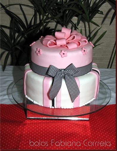 bolo rosa, cake pink, bolo laço quadriculado, bolo laço presente, bolos fabiana correia maceió-al