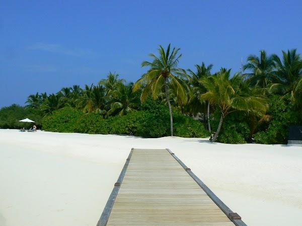 Imagini Maldive: Velassaru spre insula