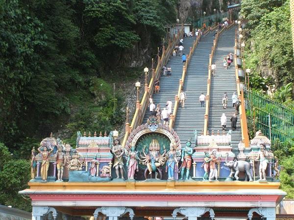 Obiective turistice Malaezia: KL templu hindus Batu Caves