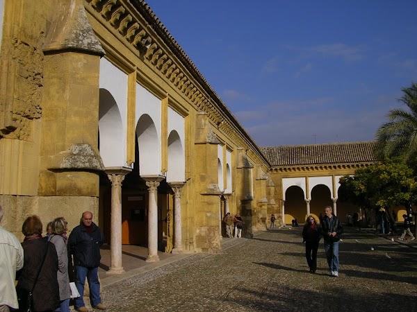 Obiective turistice Spania: Patio de los Naranjos, Cordoba