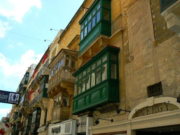 Obiective turistice Malta: balcoane Valletta.JPG