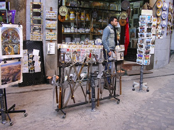 Obiective turistice Spania: suveniruri toledane.JPG