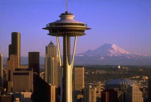 Space_Needle_Downtown_and_Mt_Rainier-Seattle