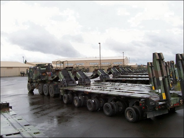 M1070 Heavy Equipment Transporter 11