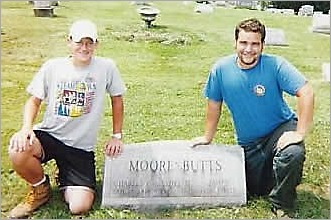 moore_butts_tombstone_20091112_1481992312