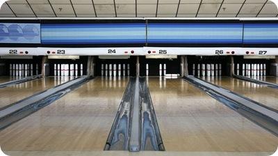 800px-Candlepin-bowling-usa-lanes-rs