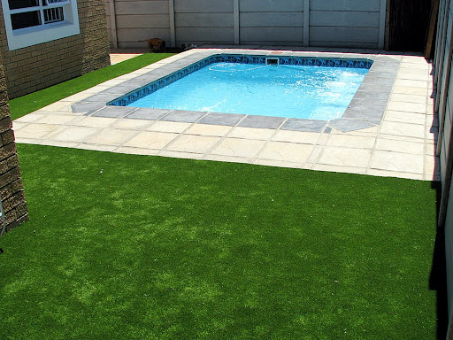 synthetic grass arround the pool