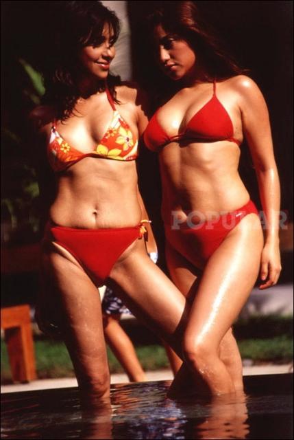 ayu-sarah-azhari-bikini-merah (1).jpg