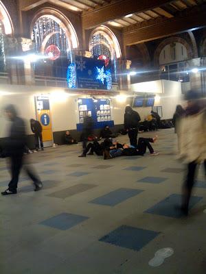 Spáči na nádraží