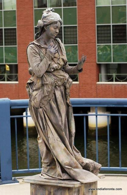 living-statues-around-the-world22.jpg