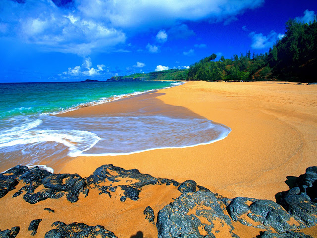 Secret%20Beach%2C%20Kauai%2C%20Hawaii