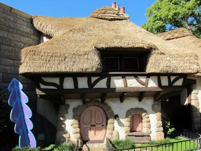 Disneyland Alice in Wonderland ride
