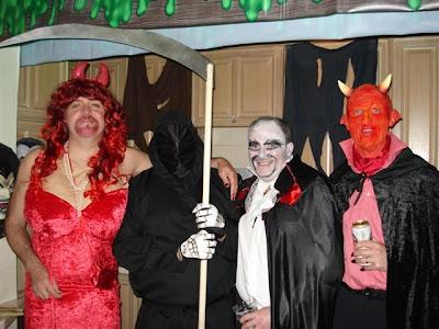 http://lh4.ggpht.com/_E-uMO7sRXzA/SQsXGmYC8kI/AAAAAAAAA_g/pr8dJGq45P0/s400/Halloween.JPG