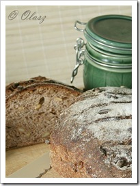 chleb na winie, red wine bread