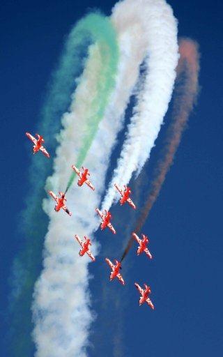 20110305-Indian-Air-Force-Surya-Kiran-Aerobatics-Wallpaper-10-TN