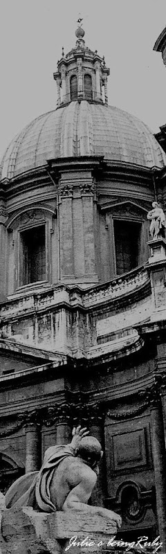 Beingruby - Piazza Navona - statue 1 bw