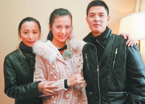 Chendu girl Zou Linying and her parents photo