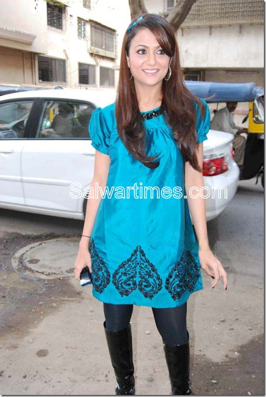 Amritha Arora_Blue_designer_salwar Kameez