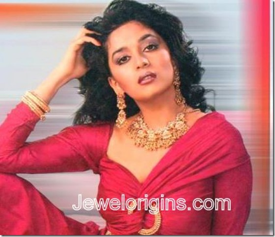 Madhuri-Dixit_Gold_jewellery