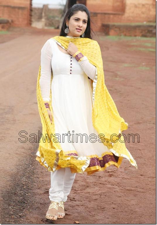 Divya-Spandana_White_Designer_Salwar_Kameez