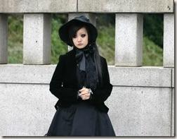 É considerada toda Lolita vestida de preto, porém não DARK como as Gothic